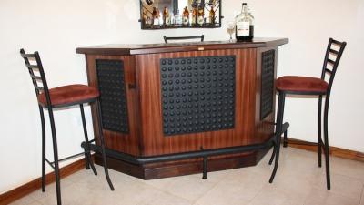 Stylish Modern Home Bar